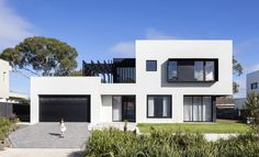 Clean geometric architecture and a restrained palette of materials are the design hallmarks of this luxury residence in Lindfield New South Wales. New Zealand Architecture, Architecture Old, Architecture Portfolio, Residential Architecture, Contemporary Architecture, Human Centered Design, House On A Hill, Global Design, Brutalist