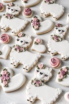 45 Creative Non-Traditional Wedding Dessert Ideas ? non traditional wedding dessert ideas cute wedding cookies Fancy Cookies, Valentine Cookies, Iced Cookies, Cute Cookies, Easter Cookies, Birthday Cookies, Cupcake Cookies, Sugar Cookies, Cookies Et Biscuits