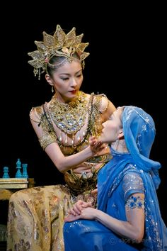 Yuhui Choe as Gamzatti and Hikaru Kobayashi as Nikiya - Photo: © Alice Pennefather / ROH