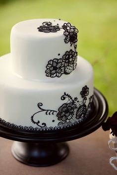Another cake I would have loved at my wedding. Again, I would have added another 2 teirs to the bottom and red roses on the top. Creative Wedding Cakes, Wedding Cake Designs, Creative Cakes, Wedding Ideas, Wedding Blog, Wedding Venues, Dream Wedding, Wedding Inspiration, Pretty Cakes