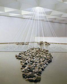 Vista de la instal·lació de la peça de pedra a la Galerie Lelong, Foto: Cultivades Mag