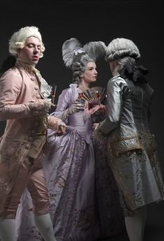 Chenilles et papillons  French site with 18th century clothes. This site is so amazing. The photography is gorgeous and the outfits even more so.