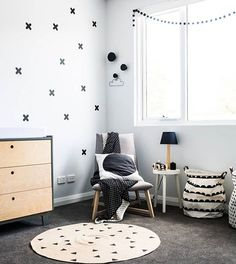 HOME-DZINE   The high visual contrast of black and white in a monochrome nursery and the use of these two colours in different shapes and patterns send the strongest visual signals to a baby's brain. As a result, creating a monochrome nursery provides a visually stimulating environment that is said to boost your child's attention span and curiosity, while also improving memory, and nervous system development.