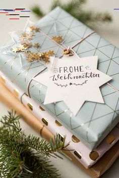 DIY – glitzernde Geschenkanhänger selber machen – Leelah Loves Instructions for homemade DIY gift tags made of oilcloth with glitter and stars as a nice packaging for Christmas gifts Christmas Gift Wrapping, Christmas Gifts, Cute Gifts, Diy Gifts, Diy Cadeau Noel, Handmade Gift Tags, Diy Weihnachten, Wrapping Ideas, Elegant Gift Wrapping