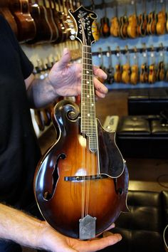 70281 Loar has been worked on by Steve Gilchrist All Music Instruments, El Rock And Roll, Archtop Guitar, Bluegrass Music, Folk Music, Music Theory, Vintage Guitars, Ukulele, Acoustic