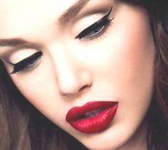 PARTY MAKEUP IDEAS- ALL ABOUT WINGED EYELINER » Design You Trust