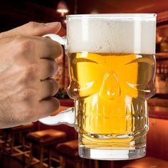 9,14€ Boccale di Birra Skull in vendita in offerta su TakkaT.eu - Mostra il tuo lato diabolico con questo fantastico boccale di birra Skull! Quando vuoi dissetarti con una birra ghiacciata, non dimenticarti di questo boccale di vetro. Tienilo sempre in mano per far divertire i tuoi amici con il suo design originale. Capacità: circa 700 ml. Dimensioni (diametro x altezza): circa 9,5 x 15 cm. Lavabile in lavastoviglie.