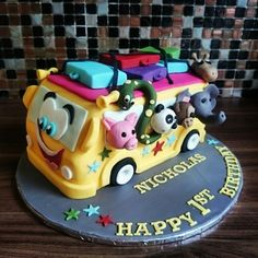 Yellow bus cake the wheels on the bus with animals