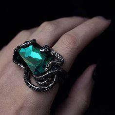 NAIDA. Snake Wrap Ring - Emerald Green