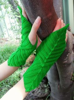 Dayana Knits: A Friday Knitting Snack - Mirk Wood Mitts