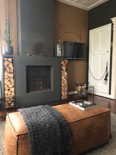 Spiced honey, against dark grey sofa. Living Room Paint, Living Room Grey, Cozy Living, Living Room Decor, Cd Decor, Decoration, Home Decor, Living Room Designs, Living Spaces