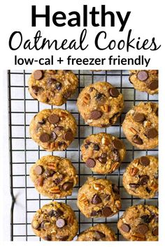 Soft and chewy healthy oatmeal cookies with applesauce, honey, raisins, and chocolate chips. No sugar! The best healthy cookie recipe. Oatmeal Applesauce Cookies, Oatmeal Chocolate Chip Cookie Recipe, Healthy Oatmeal Cookies, Healthy Cookie Recipes, Low Calorie Recipes, Healthy Baking, Diabetic Desserts, Diabetic Recipes, Baking Recipes