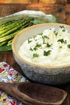 I always make these Garlic Mashed Potatoes around the holidays, because they are the ultimate comfort food. They can be served alongside pretty much anything. The added garlic gives these perfect mashed potatoes an extra punch that brings an. Perfect Mashed Potatoes, Garlic Mashed Potatoes, Mashed Potato Recipes, Idaho Potatoes, How To Cook Potatoes, Food Places, Vegetable Side Dishes, Lunch Recipes, Family Meals