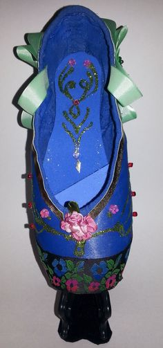the-anna-decorated-pointe-shoe