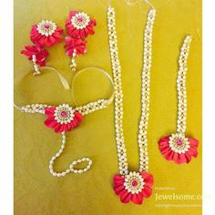 Order Fresh flower poolajada, bridal accessories from our local branches present over SouthIndia, Mumbai, Delhi, Singapore and USA. Indian Wedding Jewelry, Bridal Jewelry, Pearl Jewelry Set, Indian Jewelry, Jewelry Sets, Flower Ornaments, Ornaments Design, Flower Garlands, Flower Jewellery For Mehndi