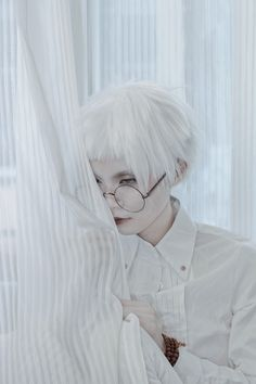 cosplay, glasses, and white hair image Pose Reference, Drawing Reference, Modelo Albino, Arte Cyberpunk, Cosplay, White Aesthetic, Character Design Inspiration, Pretty Face, Pretty People