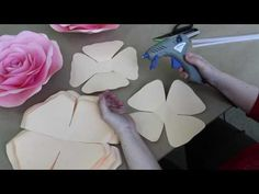 """Мастер-класс по созданию розы из бумаги от Алины Высторобской. Студия """"Атрибуты Восторга"""" - YouTube"""