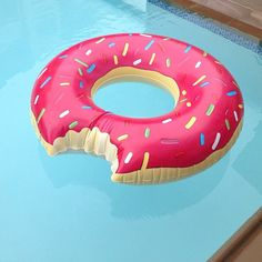 Donut anyone? Poolside summer fun. #splendisdummer
