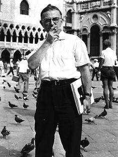 """1 """"Een paar dagen geleden vroeg een journalist aan Jean-Paul Sartre: 'Wat is het belangrijkste in uw huidige leven?' Sartre aantwoordde; 'Ik weet het niet. Alles: leven, liefhebben, roken.' Dat is een zen-antwoord. Sartre is geen religieus mens, maar het antwoord is zeer religieus. Hij heeft nooit tot een of ander kerkgenootschap behoord, hij gelooft niet in God, maar zijn antwoord is religieus."""