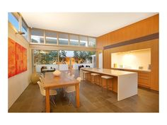 contemporary dining room - http://www.homehound.com.au/home+style/detail.php?id=523843