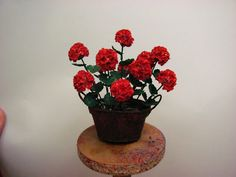 """RUSTY PAN OF GERANIUMS TUTORIAL, How to make cheap 1 inch scale geraniums with paper with a """"rusty"""" pan made from card stock.Dollhouse Miniature Furniture - Tutorials 