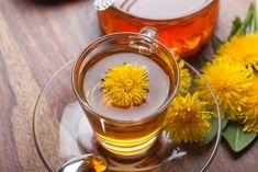 Dandelion is a beneficiary plant. It help us in many ways.Dandelion tea is very helpful for human health. Dandelion root has a natural diuretic effect, allow. Dandelion Benefits, Dandelion Root Tea, Detox Tee, Tienda Natural, Food For Pregnant Women, Danette May, Homemade Detox, Juice Fast, Natural Antibiotics