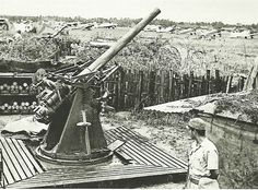 December 8th 1941:   Rare footage of the British anti-aircraft guns that defended Kota Bharu airfield just after they had been captured by the Japanese. The Japanese Invasion of Malaya began just after midnight on 8 December 1941 (local time) before the attack on Pearl Harbor. It was the first major battle of the Pacific War.   Photo: Military History Of Japan