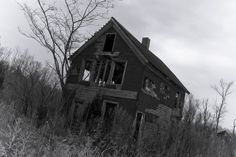 This house is said to have been abandoned in 1913 in Cape May, New Jersey after the mother and father murdered their five children. The motive for the brutal murders has never been determined. Afterwards, their farm and property was turned over to the Township and has since been a vacant shell of its former self. People report paranormal activity here regularly.