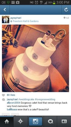 That wedding cake!!  So simply and classy