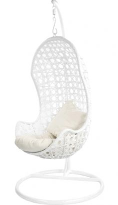 Rieten hangstoel met standaard voor een heerlijk relaxt moment voor jezelf. Leverbaar als witte hangstoel of bruine. Witte hangstoel met standaard actie! -