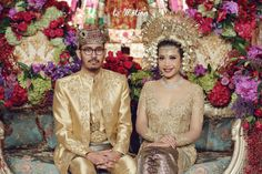 Indonesian traditional wedding | A Glamorously Elegant Javanese And Minang Wedding | http://www.bridestory.com/blog/a-glamorously-elegant-javanese-and-minang-wedding