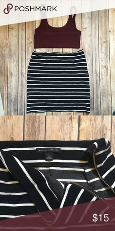 Banana Republic Striped Knit Skirt 6 Gorgeous navy and white striped skirt from Banana Republic. 17 in from top to bottom. Stretch knit and thick so it's easy to dress up or down. The bottom is serged but not hemmed. Only selling because it's too big for me 😫😫😫 Donating if not sold by 11/1/17. Check out my closet for a free top and either comment or bundle it ❤️ Banana Republic Skirts Mini