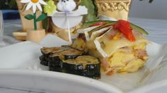 pasta(schinkenflecker) con jamon brie tomate,zapallitos italianos al grill