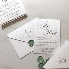 """nu aveam o denumire a acestei culori, dar vorbind cu o prietena a mentionat cuvantul """"menta"""" si l-am indragit 🥰 Menta sa fie ☺️ Multumesc… Simple Wedding Invitations, Elegant Invitations, Wedding Stationary, Custom Invitations, Pocket Invitation, Invitation Envelopes, Black Envelopes, Wax Seals, Tandem"""