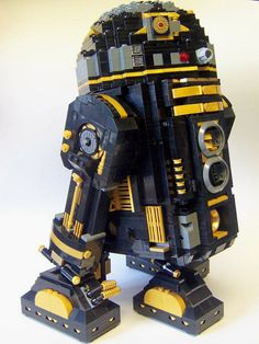 Lego R2 Looks Sweet in Black and Gold