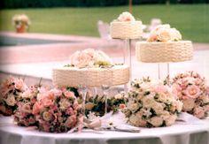 Poderiam ser bolos espalhados, como nuvens uma ao lado da outra...