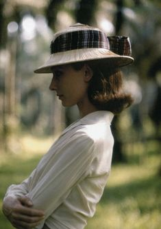 """ladybegood:""""Audrey Hepburn photographed by Leo Fuchs on the set of The Nun's Story The Nun's Story, Divas, Turner Classic Movies, Audrey Hepburn Style, I Believe In Pink, Richard Avedon, Wearing A Hat, Vintage Couture, Happy Girls"""