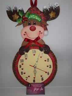 Aprende a como hacer reloj con muñeco navideño Christmas Crafts, Christmas Decorations, Xmas, Christmas Ornaments, Holiday Decor, Home Crafts, Diy And Crafts, Country Wood Crafts, Diy Weihnachten