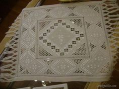Alıntı Lace Patterns, Embroidery Patterns, Floral Embroidery, Hand Embroidery, Pink Tablecloth, Drawn Thread, Hardanger Embroidery, Cut Work, Bargello