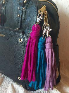 pretty purple,lilac or turquoise t-shirt yarn tassels. borlas color púrpura, lila o turquesa de trapillo para colgar en tu bolso. de myladiesandme en Etsy
