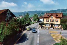 Szwajcaria. Café Du Chemin De Fer niedaleko Lozanny, 1980 Swiss House, Andermatt, Its A Wonderful Life, Vintage Photography, Stairways, Old Town, Switzerland, Cool Photos