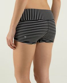 Lululemon Boogie Short if i wore this and my black and white strip shirt i would make myself nauseous Workout Attire, Workout Wear, Lulu Fashion, Fashion Outfits, Athletic Outfits, Athletic Wear, Dance Outfits, Gym Outfits, Sport Outfits