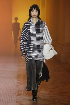 Poiret Fall 2018 Ready-to-Wear collection, runway looks, beauty, models, and reviews.
