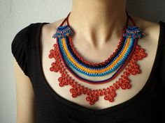 Collier de perles dentelle - crochetée avec perles bleus orange, Bourgogne, bleu sarcelle et turquoises