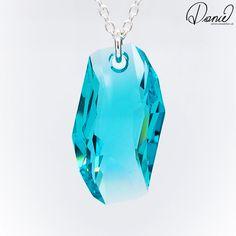 Der große Swarovski Kristall METEOR ist ein Traum, den Kristall gibt es in drei Farben und befestigt ist er an einer sehr stabilen 70cm langen Silberkette. Designs To Draw, Swarovski, Gemstones, Drawing, Fashion Design, Silver Chain Necklace, Crystals, Schmuck, Colors