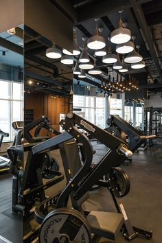 Kiev fitness club Having a healthy and fit body is desirable by everyone. The fundamental Home Gym Decor, At Home Gym, Gymnasium Outfits, Gymnasium Architecture, Luxury Gym, Dream Gym, Gym Lighting, Gym Interior, Interior Design