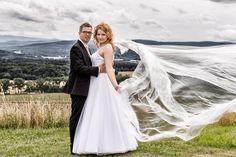 Anna  i Marcin   Musicie być silni miłością która wszystko znosi wszystkiemu wierzy wszystko przetrzyma tą miłością która nigdy nie zawiedzie. <3  Zapraszam do polubienia strony  http://ift.tt/2pN21kN oraz  http://ift.tt/2tp7Tpg  #fotografwrocław #fotografiaslubnawroclaw #zdjeciaslubnewroclaw #weddingphotography #fotografślubnywrocław #fotografiaślubna #kamerzysta #makeup #ślub2018 #dron #slubnaglowie #fotograf #wesele #video #wesele2018 #fotografnaslub #pakiety #napislove #pannamłoda #welon…