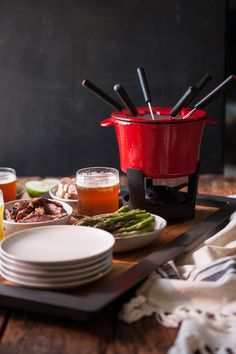 Need an idea for this year's holiday party? Guest will love this beer cheese fondue from @jaxdodd.