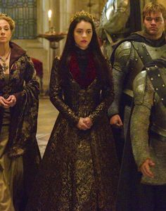 Adelaide Kane as Mary Stuart, Queen of Scots in Reign (TV Series, [x] Adelaide Kane, Queen Mary Reign, Mary Queen Of Scots, Mary Stuart, Serie Reign, Reign Catherine, Reign Dresses, Reign Fashion, Fantasy Gowns