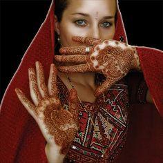 L'Hennè è un tradizionale tatuaggio indiano utilizzato per i matrimoni.